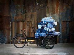 Zweden ontmoet India in de nieuwe True Blue collectie van IKEA. De limited edition design collectie is geïnspireerd op- en geproduceerd in India. http://wonenonline.blogspot.nl/2012/08/ikea-lanceert-limited-edition-true-blue.html#