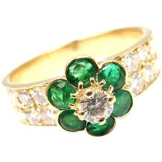 Van Cleef & Arpels Emerald Diamond Gold Fleurette Flower Ring ($6,800) ❤ liked on Polyvore featuring jewelry, rings, green, gold flower ring, round diamond ring, emerald rings, 18 karat gold ring and green diamond ring