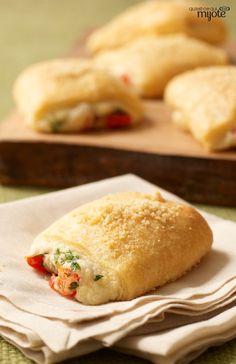 Bouchées savoureuses au parmesan - Avec deux rouleaux de pâte à croissants, vous ferez une trentaine de ces savoureuses bouchées chaudes #recette