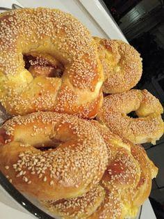 Τυροκούλουρα!!! ~ ΜΑΓΕΙΡΙΚΗ ΚΑΙ ΣΥΝΤΑΓΕΣ 2 Bread Recipes, Cooking Recipes, Easy Recipes, Biscuits, Bread Art, Greek Cooking, Whats For Lunch, Turkish Recipes, Creative Food