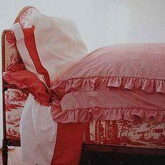 Toile+vichy❤Muito amor por essa dupla!!Sweet dreams!!Mais uma do @moore.christopher #toiledejouy #bedroomdecor