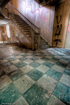 idea for the floor tiles. Abandoned Mansions, Abandoned Buildings, Abandoned Places, Haunted Places, Beautiful Stairs, Beautiful Homes, Beautiful Places, Frozen In Time, Stairway To Heaven