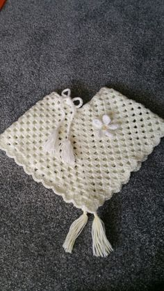 Child's crochet poncho with daisy.