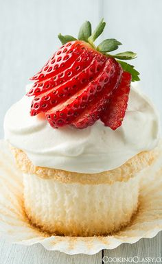 . Angel Food Cupcakes, Yummy Cupcakes, Cupcake Cakes, Cup Cakes, Donut Cupcakes, Diy Cupcake, Vanilla Cupcakes, Donuts, Just Desserts