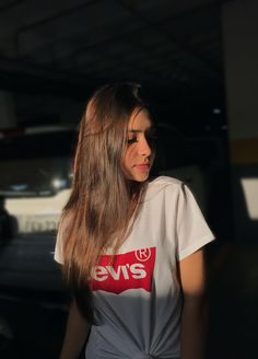 love this pic Girl Photo Poses, Girl Photography Poses, Tumblr Photography, Aesthetic Photo, Aesthetic Girl, Girl Pictures, Girl Photos, Foto Casual, Selfie Poses
