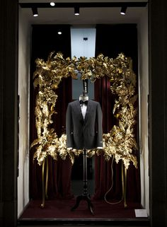 Dolce&Gabbana Christmas 2013 shop windows in Milan - Men Boutique - Tuxedo and Velvet Bowtie