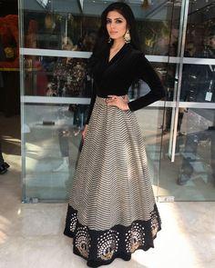 Moda vestidos elegantes fiesta ideas for 2019 Lehenga Skirt, Lehnga Dress, Anarkali Gown, Indian Wedding Outfits, Indian Outfits, Wedding Outfits For Women, Indian Attire, Indian Wear, Indian Party Wear