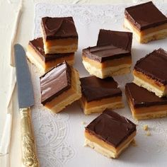 Gluten-free millionaire's shortbread can be just as indulgently rich and delicious, and can be enjoyed by everyone in the family. Gluten Free Sweets, Gluten Free Baking, Baking Tins, Baking Recipes, Free Recipes, No Bake Desserts, Just Desserts, Millionaire Shortbread Recipe, Shortbread Recipes