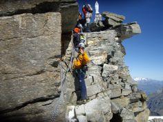 """Foto: Vetta del Gran Paradiso (4061m) - Escursioni guidate in montagna, corsi di escursionismo. Monti Sibillini, Gran Sasso-Monti della Laga (Marche_ Abruzzo).  """"Camminare in montagna è ginnastica per il corpo e per la mente."""""""