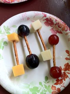 """Snack for Samson and Deliah Bible story. """"Barbells"""" made of cheese cubes and thin pretzel sticks. Also grapes used to make round barbells. Week of Menus: SKY Vacation Bible School Snacks: Healthier Ways to Snack at VBS Bible School Snacks, Sunday School Snacks, Sunday School Crafts, School Lunches, Healthy Birthday, Birthday Treats, Boy Birthday, Birthday Parties, Mini Chef"""