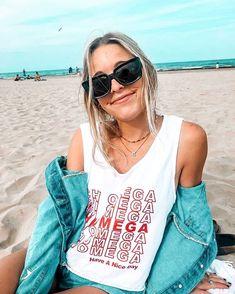 Chi Omega go Greek sorority recruitment bid day friend travel adventure college outfits