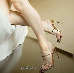 Beautiful High Heels, Gorgeous Feet, Beautiful Legs, Sexy Legs And Heels, Hot High Heels, Sexy Sandals, Sexy Toes, Female Feet, Women's Feet