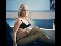 Shirley Bassey - Goldfinger [James Bond Theme Song] [HD]