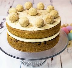 Simnel Cake Serves: 10-12  Time to prepare: 10 min Time to cook: 45 min Preparation: Easy Free From: Sugar, Gluten, Wheat, Yeast, dairy and Soya Suitable for Diets: Diabetics and Coeliacs Suitable for Lifestyles: Low-Carb, Sugar-Free, Vegetarian and High-Fibre Allergens (Contains): Egg, Dairy, Sesame Beneficial Nutrition: Low-Carb, Low-Sugar and Gluten-Free Sukrin Products: Sukrin Cake Mix