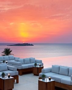 Bill & Coo Suites and Lounge is an effortlessly beautiful, Mediterranean-chic luxury boutique hotel that stands out with its serene atmosphere, cozy interiors — and a perfect location for sundowners. #mykonosbesthotels #besthotelsinmykonos #besthotelsmykonosgreece #mykonosluxuryhotels #greekislandsmykonosluxuryhotels #mykonospoolluxuryhotels #greecetravelmykonosluxuryhotels #mykonosresortluxury #wheretostayinmykonoshotels #mykonoshotelsboutiques #mykonosgreecehoneymoonhotels