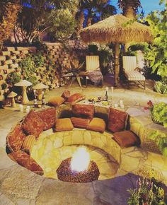 DIY fire pit designs ideas - Do you want to know how to build a DIY outdoor fire pit plans to warm your autumn and make s'mores? Find inspiring design ideas in this article. Backyard Seating, Backyard Patio Designs, Backyard Landscaping, Backyard Ideas, Firepit Ideas, Landscaping Ideas, Garden Seating, Backyard Plants, Outdoor Seating Areas