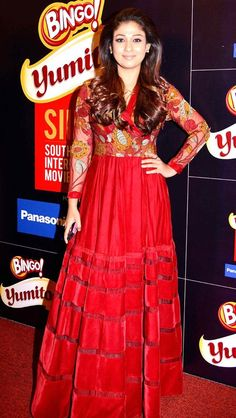 Nayanthara Photos – HD Images: Nayanthara is an Indian film actress from Kerala, who appears in South Indian films. Sari Blouse Designs, Salwar Designs, Indian Gowns Dresses, Indian Fashion Dresses, Long Skirt With Shirt, Casual Frocks, Gown Photos, Woman Outfits, Stylish Girl Pic