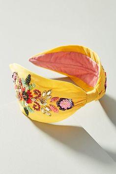 The Fashion Week Runways Have Me Wanting to Put All the Flowers in My Hair - Black lace skirt Head Wrap Headband, Turban Headbands, Diy Headband, Floral Headbands, Headband Hairstyles, Headband Styles, Fascinator Hats, Headpiece, Headdress