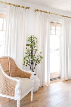 Design Perfect Drapery - Walls of windows and doors are no match for Q. Seen here is our Cozy Linen pinch pl - White Linen Curtains, Modern Curtains, Home Living Room, Living Room Decor, Curtains Living, Curtains On Wall, Drapery Designs, White Rooms, Drapery Panels