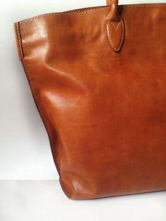 My #totebag ANNA, made with love, pleasure and without sewing machine. Only by hands.// Сумка-шоппер ANNA. Сделана с любовью, наслаждением и без швейной машинки. Только руками. Все швы - ручные. #кожевенница #leathergoods #musthave #ручнаяработа #сумка #handbag #workinprogress #leatherworks #leather #bag #handmade #handmadebag #сумканазаказ #сумкаизкожи #сумканазаказмосква