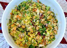 Ingredientes     1 bote de garbanzos   Lechuga variada   arroz integral   zanahoria rallada   apio rallado   cebolleta en juliana   zum...