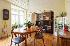 Nid douillet au Centre-ville! Table, Room, Inspiration, Furniture, Centre, Canada, Home Decor, Nest, Apartments