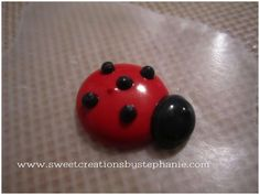 Sweet Creations by Stephanie: Tutorial: Royal Icing Lady Bugs
