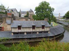 Vieux lavoirs au pied des remparts, Vannes, Bretagne, France