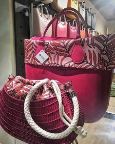 NUOVI ARRIVI!! Fantasia cocos palma  Vi aspettiamo per scoprire tutte le novità! #obag #nuoviarrivi #newarrivals #cocospalma #summer… O Bag, Fashion Bags, Purses And Bags, Reggio Emilia, Totes, Clock, Sun, Summer, Style
