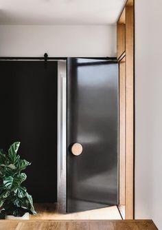 Front Door Design Idea - Use An Oversized Circular Door Handle For A Unique Look Black Front Doors, Wood Front Doors, Front Door Entrance, Timber Door, Entry Doors, Entrance Ideas, Front Fence, House Entrance, Patio Doors