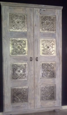 Cupboard designed and painted and then decorated with pewter by Lolita R – Furniture and Door Decoration Tin Foil Art, Aluminum Foil Art, Aluminum Can Crafts, Tin Art, Metal Crafts, Pewter Art, Pewter Metal, Paint Furniture, Furniture Makeover