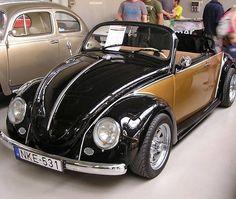 Black and gold VW convertible Ferdinand Porsche, Vw Super Beetle, Vw Classic, Vw Vintage, Vw Cars, Car Wheels, Vw Beetles, Amazing Cars, Custom Cars