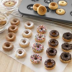 Even easy donut recipes can be irresistible. We& found baked donut recipes like double chocolate donuts, salted caramel donuts, and more. Gourmet Recipes, Sweet Recipes, Baking Recipes, Dessert Recipes, Easy Recipes, Breakfast Recipes, Mini Donut Recipes, Easy Donut Recipe, Mini Doughnuts