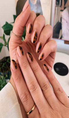 From blue butterflies and floral accents to remixed French tips and animal prints, check out the nail-art trends that will be everywhere this fall. Image credit: nails Fall's best nail-art trends are a throwback French Tip Manicure, French Tip Acrylic Nails, White Acrylic Nails, Manicure Y Pedicure, Fall Manicure, Black Manicure, Manicure Ideas, Nail Black, Nail French