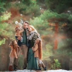 New wedding photography family kiss pictures ideas Family Christmas Outfits, Family Christmas Cards, Family Outfits, Fall Family, Family Kids, Autumn Photography, Children Photography, Family Photography, Wedding Photography