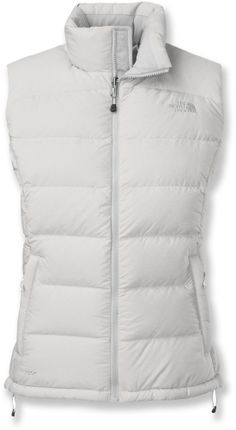 A sleeveless version of the classic, high-loft down jacket, The North Face Nuptse 2 down vest, designed just for women, delivers plush core warmth during harsh winter weather.