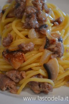 Spaghetti alla birra Italian Pasta, Italian Dishes, Italian Recipes, Rigatoni Recipes, Pasta Recipes, Cooking Recipes, Pasta Dishes, Food And Drink, Stuffed Peppers