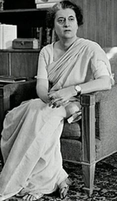 Indira Gandhi - always looked stately. Prime Minister Of India for 3 consecutive terms from 1966 - 1977 and a fourth term from 1980 - Midnight's Children, Calming Pictures, Indira Gandhi, Ernesto Che, Salman Rushdie, History Of India, Great Women, Indian Celebrities, Historical Pictures