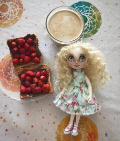 """Páči sa mi to: 30, komentáre: 3 – Mery❤️Jane (@janka_mery) na Instagrame: """"Slečna Jahôdka 👧🏼🍓😘 #dollstagram #artdoll #dolls #doll #blythedoll #babika #panenka #strawberry…"""""""