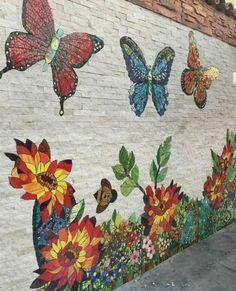 Mosaic wall for garden room, Garden Mosaic Room Wall - AmigurumiHouse Mosaic Artwork, Mosaic Wall Art, Mosaic Glass, Mosaic Tiles, Mosaic Pots, Pebble Mosaic, Mosaic Mirrors, Fused Glass, Stained Glass