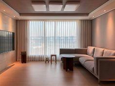 【아파트 인테리어】 매일 사진으로 담고 싶은 우리의 첫 번째 신혼집 : 네이버 포스트 Small House Interior Design, Design Your Dream House, Home Room Design, House Design, Green Living Room Paint, Living Room Decor Cozy, Minimalist Room, Minimalist Home Interior, Living Room Korean Style