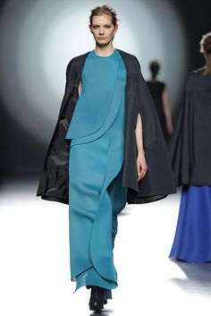 amaya arzuaga fashion week 2015 - Customizable designs for abayas