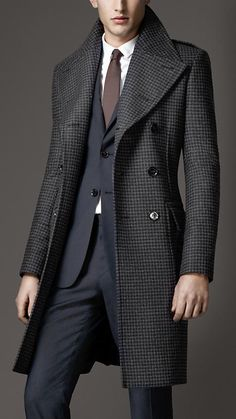 Burberry Virgin Wool Houndstooth Greatcoat. Great lines.