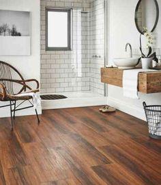salle de bain contemporaine avec parquet de bois