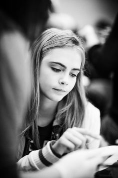 Checkout / visit our website for Cara Delevingne snaps shots pictures and videos. Cara Delevingne Style, Tumblr, Minimalist Wardrobe, Role Models, Eyebrows, Beauty Makeup, Fashion Beauty, Actresses, Black And White