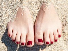 Spa Pedicures and Products To Keep Your Feet Sandal Ready This Summer - Beauty News NYC - The First Online Beauty Magazine Tan Removal, Laser Hair Removal, Beauty News, Beauty Hacks, Beauty Secrets, Beauty Care, Red Pedicure, Summer Vibe, Summer Art