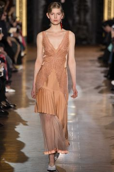 Stella McCartney Fall 2016 Ready-to-Wear Collection Photos - Vogue Fashion Week, Runway Fashion, Fashion Show, Fashion Design, Paris Fashion, Stella Mccartney, Lineisy Montero, Winter Mode, Mode Inspiration