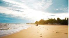 Cách thành phố Hồ Chí Minh 125km theo hướng Đông Nam, Vũng Tàu là địa điểm nhiều người tìm đến để thăm thú vì có những bãi biển đẹp, có núi đủ cao để ngắm được toàn cảnh thành phố. Vẻ đẹp đô thị này hấp dẫn du khách bởi không khí trong lành, người dân đôn hậu, những món ăn tươi ngon, đậm chất biển.