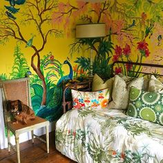 Happy Sunday! One of my favorite guest rooms in our colorful country house! Painted by @annahafner #peacock #sirianohome