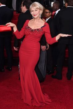 Golden Globes 2015 Dame Helen Mirren wears dazzling red dress (never count a senior citizen out)! Helen Miran, 60 Fashion, Fashion Trends, Dame Helen, Famous Women, Beautiful Actresses, Lady In Red, Evening Dresses, Golden Globes